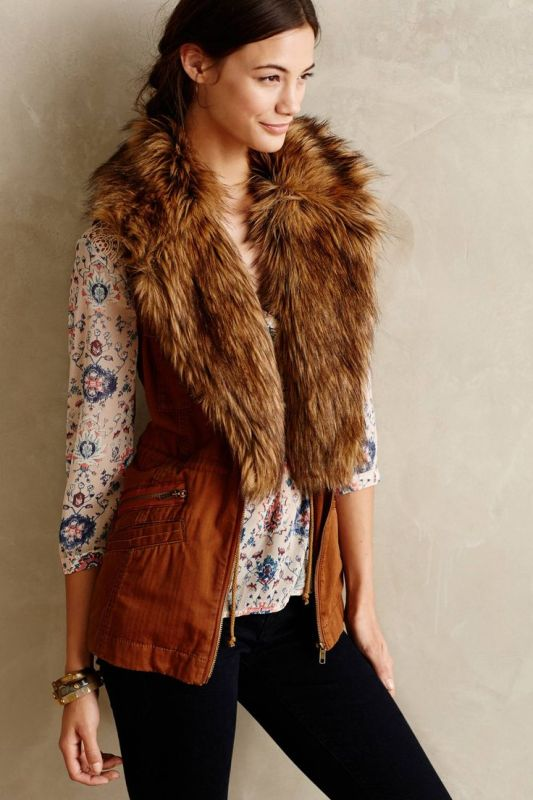 Vest-with-fur-collar-533x800